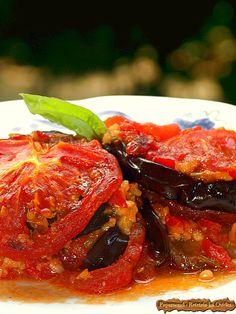 Vinete cu usturoi si rosii, rumenite la cuptor #eggplant #recipes A Food, Good Food, Food And Drink, Yummy Food, Romanian Food, Romanian Recipes, Vegan Baby, Food Obsession, Tandoori Chicken