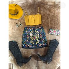Cowboy Outfits For Women, Rodeo Outfits, Country Girls Outfits, Country Dresses, Western Outfits, Country Western Fashion, Country Style, Roupas Country, Outfits For Mexico