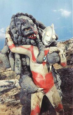 Japanese Superheroes, Old Movies, Godzilla, Science Fiction, Weird, Horror, Sci Fi, Lion Sculpture, Fantasy