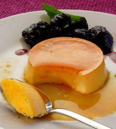 Крем-карамель со сливочным соусом в красном вине http://www.kakprosto.ru/kak-877015-krem-karamel-so-slivochnym-sousom-v-krasnom-vine