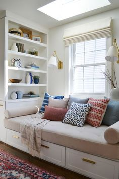 38 Guest Room Window Nook 38 Guest Room Window Nook Laura Bourdeau lcnick Playroom Usually a nook isn t a location for entertaining guests therefore a nbsp hellip Cozy Family Rooms, Family Room Design, Family Tv, Cozy Reading Corners, Cozy Corner, Cozy Nook, Reading Nooks, Book Nooks, Living Room Decor