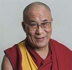 """""""Az ember feláldozza az egészségét, hogy pénzt keressen. Aztán feláldozza a pénzét, hogy visszaszerezze az egészségét. És mivel olyan izgatott a jövőjével kapcsolatban, hogy elfelejti élvezni a jelent, az eredmény az, hogy nem él sem a jelenben, sem a jövőben; úgy él, mintha soha nem halna meg, és aztán úgy hal meg, hogy sohasem élt igazán."""" Tendzin Gjaco, a XIV. Dalai Láma"""