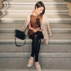 Carlotta Rubaltelli, la fashion blogger italiana, sempre molto affezionata all'universo Hanita.  Nel suo ultimo post su Instagram, la bella Rubaltelli indossa un abito Hanita con fantasie in arancio e nero, colori che hanno caratterizzato la collezione F/W 2015-16.  Vuoi scoprire il negozio Hanita più vicino?  Contattaci subito!  www.hanita.it