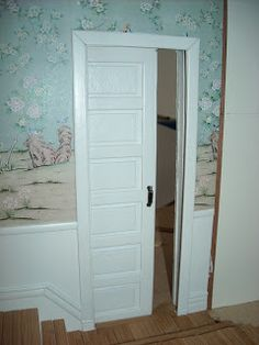 how to: pocket door in 2 parts. Part 1 is http://linchenslittlecottage.blogspot.co.at/2013/02/pocket-door-tutorial-part-1.html
