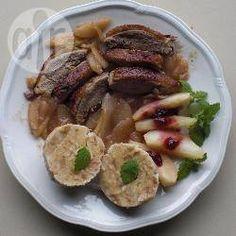 Entenbrust mit Birnensoße und Preiselbeeren @ de.allrecipes.com