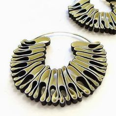 Earrings Hoop Min-ji cho - jewellery from rubber gloves. Just a great way to re-invent both your hoops earrings and.your rubber gloves, of course! Textile Jewelry, Fabric Jewelry, Jewelry Art, Jewelry Design, Jewellery Box, Recycled Jewelry, Handmade Jewelry, Ideas Joyería, Locs