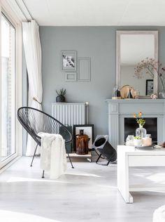 Blue grey livingroom in Breda | Photographer Hans Mossel | Styling Sabine Burkunk | Text Floor Roelvink