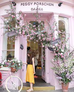 """田島知華 TAJIHARU(たじはる) on Twitter: """"【UK🇬🇧London】 先日のヨーロッパ旅博2017のトーク中にもご紹介したロンドンの可愛いカフェ。「すごく可愛い!」と反響があり嬉しかったです* 季節によって入り口の装飾が変わるので今はクリスマス仕様なのかな?ロンドンへ行かれる予定のある方は是非行ってみてください♪… https://t.co/6NtlXWcXeX"""""""