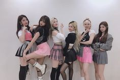 [UPDATE OF THE WEEK OF EVERGLOW ] We are happy to be able to show our hard work to you all worth it. Stage Outfits, Kpop Outfits, Cute Outfits, South Korean Girls, Korean Girl Groups, K Pop, Rapper, Girl Bands, Kpop Girls