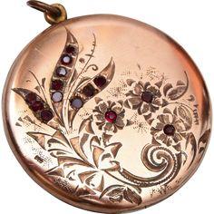 Bee Atrice Gold Filled Locket with Stones Jewellery Photo, Gems Jewelry, Metal Jewelry, Body Jewelry, Pendant Jewelry, Jewelry Art, Jewelry Necklaces, Jewelry Design, Antique Jewellery