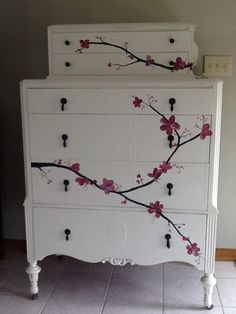 New upcycled furniture painted inspiration ideas Decoupage Furniture, Hand Painted Furniture, Funky Furniture, Paint Furniture, Repurposed Furniture, Furniture Projects, Furniture Makeover, Vintage Furniture, Furniture Stores