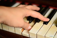 How to Place Your Fingers Properly on Piano Keys