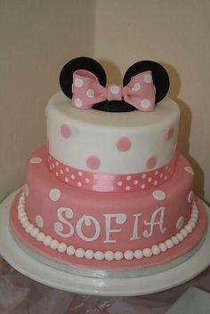 Torta rosa y blanco                                                                                                                                                                                 More