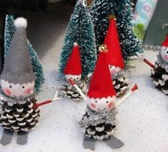 "Web results for ""Christmas pinecone"" - Deko Weihnachten - noel Christmas Crafts To Make, Homemade Christmas Decorations, Kids Christmas, Holiday Crafts, Christmas Ornaments, Pine Cone Art, Pine Cone Crafts, Recherche Google, Ideas Navideñas"