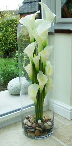 Cut Calla Lily flowers from your plant make beautiful arrangements. Calla Lilien P - beautiful pinesCut Calla Lily flowers from your plant make beautiful arrangements. Calla Lilies P - Arrangements aus flowers Calla Cut Calla Lily Flowers, Calla Lilies, Cut Flowers, Silk Flowers, Easter Flowers, Summer Flowers, Flower Decorations, Table Decorations, Diy Flower Vases