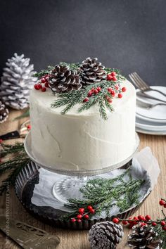 A very fine Give Away x 3 & a {snow-white winter cake} to my … - Noel - christmas Christmas Cake Decorations, Christmas Sweets, Holiday Cakes, Noel Christmas, Xmas Cakes, Simple Christmas, Elegant Christmas Desserts, White Christmas, Christmas Cookies