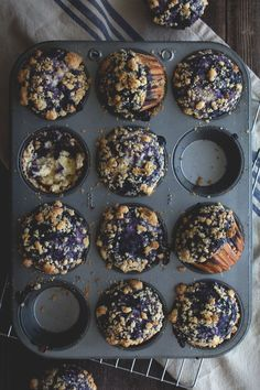 Blueberry Swirl Muffins by HonestlyYUM. I love blueberry muffins and these look absolutely delicious! Yummy Recipes, Sweet Recipes, Baking Recipes, Dessert Recipes, Yummy Food, Muffin Recipes, Dessert Ideas, Sweet Desserts, Chili Recipes
