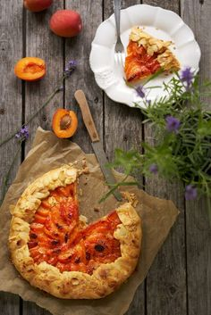 Galette met abrikozen - Dishcover Vegetable Pizza, Camembert Cheese, Tacos, Mexican, Vegetables, Ethnic Recipes, Fruit, Food, Eggplants