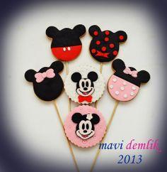 mavi demlik mutfağı- izmir butik pasta kurabiye cupcake tasarım- şeker hamurlu-kur: mickey  ve minnie mouse kurabiyeler