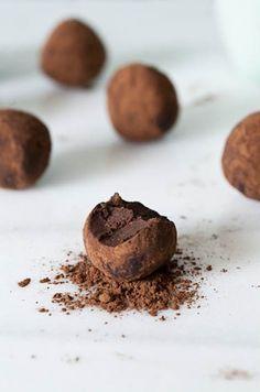 Trufas de chocolate, pistache e açafrão