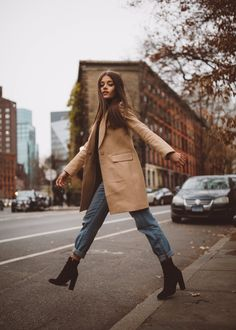 jacky brown イ allure style street urban fashion mode beige camel marron fall a… - Fall looks - Winter Mode Casual Winter Outfits, Fall Outfits, Casual Fall, Casual Shoes, Casual Ootd, Classy Outfits, Edgy Chic Outfits, Autumn Outfits Women, Womens Fall Boots