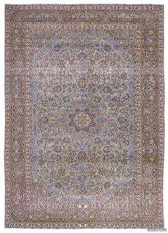 Persian vintage rug hand-woven in 1960's and in very good condition. Piles of this rug were trimmed in order to give a contemporary look.