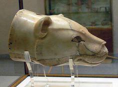 Minoan alabaster rhyton (drinking vessel) in form of a lioness´ head, C. Archaeological Museum in Herakleion, Crete, Greece. Ancient Greek Art, Ancient Greece, Ancient History, Creta, Historical Artifacts, Ancient Artifacts, Mycenaean, Achaemenid, Minoan Art