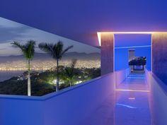Iluminación RGB , SINAPSIS CONTROLS, iluminación de pasillo , con cambio de color por tiempo