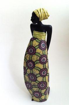 Naomi: Raku Skulptur von Margit Hohenberger