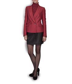 Chaqueta roja de Ángel Schlesser, mini falda de cuero de 1991, zapatos de tacón de Mariló Domínguez