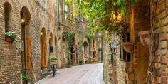 Visiting San Gimignano - tuscany http://blog.classicjourneys.com/tour-of-italy/