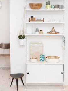 the String Shelf Home Interior, Interior Decorating, Interior Design, Kitchen Interior, Decorating Ideas, String Regal, String Shelf, Living Spaces, Living Room