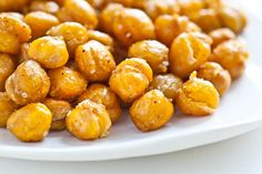Crispy Roasted Chickpeas (Garbanzo Beans) - just made these tonight and YUM! Great crispy snack, especially when warm. Roasted Garbanzo Beans, Garbanzo Bean Recipes, Chickpea Recipes, Crispy Chickpeas, Garbonzo Beans, Chickpea Snacks, Chickpea Salad, Edamame, Kitchen Recipes