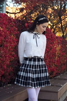 Pantyhose Outfits How To Wear and Pantyhose Outfits Black And White Preppy Style Outfits Preppy Girl, Preppy Look, Preppy Style, Mode Outfits, Girl Outfits, Fashion Outfits, Cute Skirts, Plaid Skirts, Pantyhosed Legs