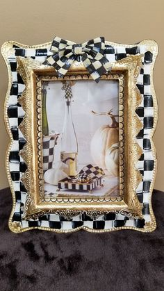 My HP picture frame w/ Mackenzie Childs Courtly Bow SuperCrazyChick fits x Funky Furniture, Furniture Projects, Furniture Makeover, Painted Furniture, Painted Picture Frames, Old Picture Frames, Country Mailbox, Decoration Shabby, Mackenzie Childs Inspired