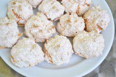 Punschkekse - Rezept | GuteKueche.at Feta, Ober Und Unterhitze, Dairy, Krispie Treats, Rice Krispies, Potato Salad, Potatoes, Ethnic Recipes, Chips