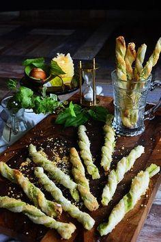 アボカド&レモンチーズパイ チーズストロー tapas cheese straw |レシピブログ Tapas Recipes, Appetizer Recipes, Cooking Recipes, Pasta Recipes, Good Food, Yummy Food, Party Food And Drinks, Cafe Food, Vegetable Dishes