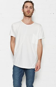 MONO TEE WITH RAW DESIGN LINES AND POCKETCOLOUR: WHITE