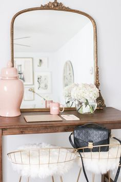 Apartment of Anthropologie Mirror, Gold Oversized Mirror, Faux Fur Bar Stools, Faux Fur and Gold Ba Blush Living Room, Cozy Living Rooms, New Living Room, Home And Living, Living Room Decor, Style At Home, Gold Bar Stools, Anthropologie Mirror, Deco Pastel