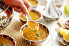 Harira (Marokkaanse soep) | Kookmutsjes Soup Recipes, Vegan Recipes, Cooking Recipes, Arabic Chicken Recipes, Indian Dessert Recipes, Ethnic Recipes, Moroccan Kitchen, Arabic Food, Arabic Dessert