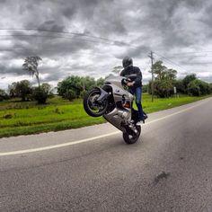 Yzf600r wheelie