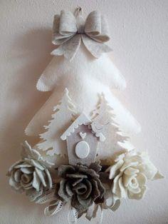 Shabby Chic Home Decor Christmas Applique, Felt Christmas Ornaments, Christmas Sewing, Christmas Wreaths, Christmas Villages, Pinterest Christmas Crafts, Felt Crafts, Holiday Crafts, Christmas Makes