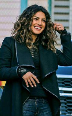 Short Dark Hair, Very Short Hair, Short Hair Styles Easy, Curly Hair Styles, Quantico Priyanka Chopra, Priyanka Chopra Hair, Bollywood Celebrities, Bollywood Fashion, Bollywood Actress