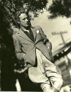 Leslie HOWARD (1893-1943) * AFI Top Actor nominee. For a lot of his career played roles of an idealised, slightly old-fashioned type of civilised, genteel Englishness. In reality he could speak German before he learnt English and was brought up in Vienna. Notable Films: Gone With The Wind (1939); Of Human Bondage (1934); The Scarlet Pimpernel (1934); The Petrified Forest (1936); Romeo and Juliet (1936); Pygmalion (1938); Intermezzo: A Love Story (1939)