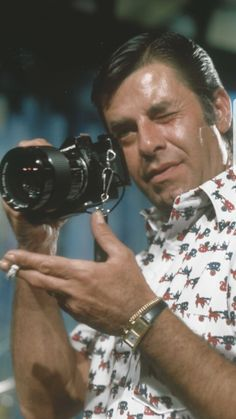 JERRY LEWIS Vintage Hollywood, Classic Hollywood, Funny Comedians, Jack Benny, Jerry Lee Lewis, Dean Martin, Celebrity Portraits, Male Celebrities, Beauty