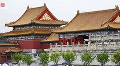 Sempre achei que a Cidade Proibida fosse mais antiga… Zǐjìnchéng: literalmente, Cidade Proibida Púrpura,foi o palácio imperial da China desde a metade da Dinastia Ming até o fim da Dinastia …