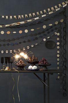 Hoe meer slinger, hoe feestelijker | The more garlands, the more festive | Styling Leonie Mooren | Fotografie Anouk de Kleermaeker | vtwonen feestspecial december 2015