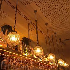 Nos encargaron diseñar y fabricar las lámparas de suspensión para la barra de bar del restaurante El Vivo Tapas en Barcelona. www.dajor.es