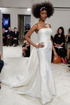 Pin for Later: The Must-See Wedding Dresses From Bridal Fashion Week Autumn 2014  Badgley Mischka Bridal Autumn 2014