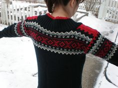 Ravelry: Project Gallery for Vancouver 2010 Women's V-Neck Pullover #21302 pattern by Kristina Hjelde